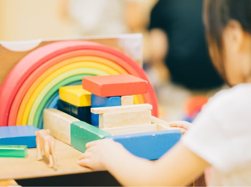 室内での遊びを通した教育